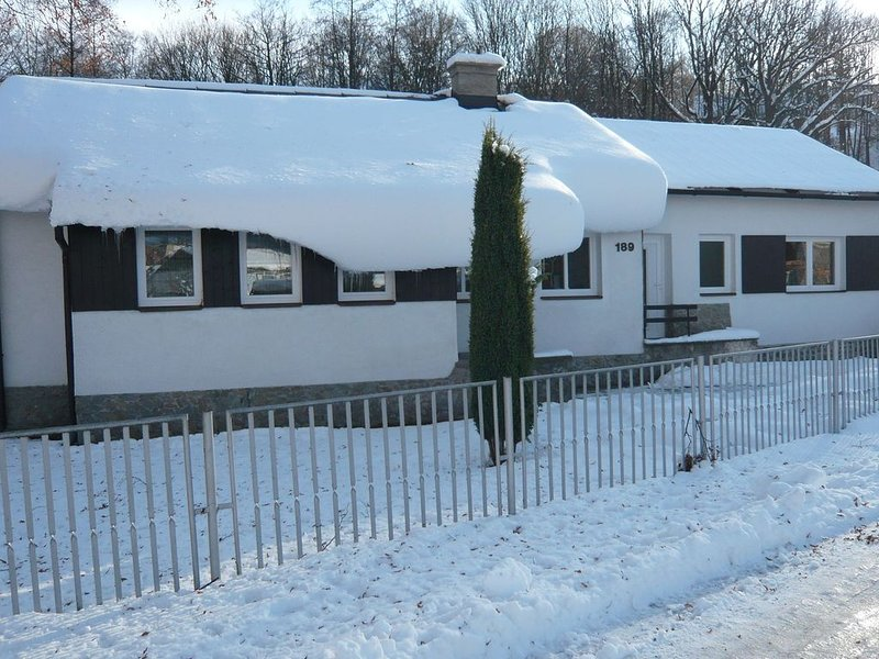 Serene Holiday Home in Mladé Buky with Private Pool, Trampoline & Skiing Nearby, alquiler vacacional en Hradec Kralove Region