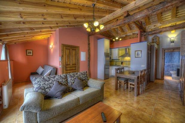 Apartamentos El Encinar para 2 personas, holiday rental in Aguilafuente