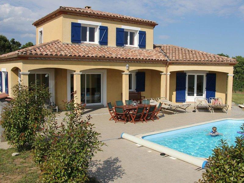 Spacious Villa near Villemoustaussou with Pool, Ferienwohnung in Aragon