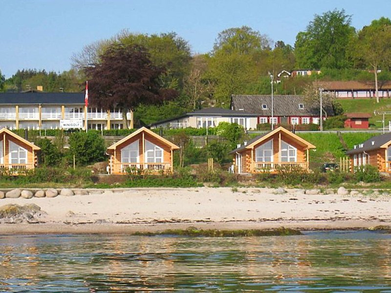 Spacious Holiday Home in Allinge Denmark with Terrace, Ferienwohnung in Allinge