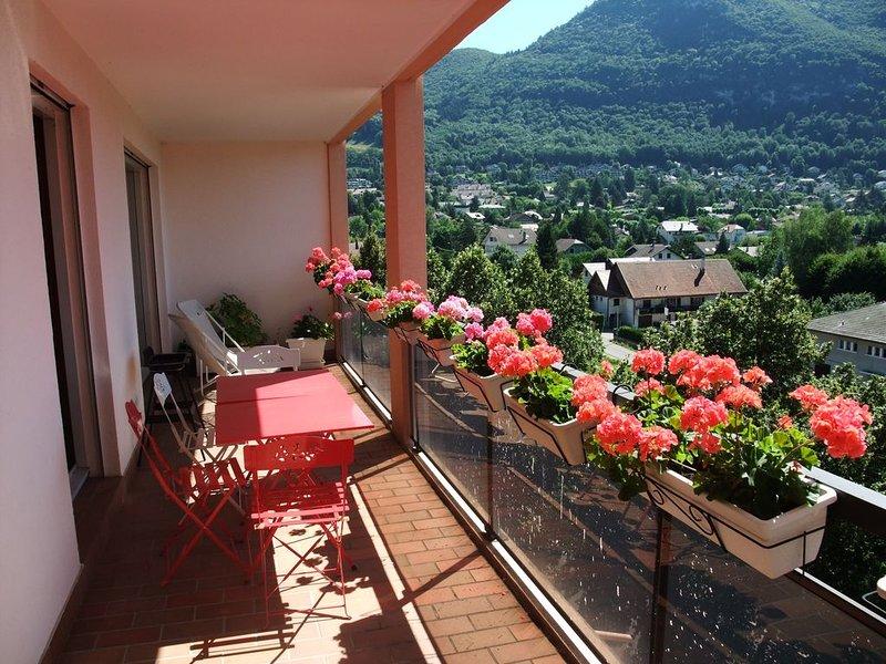 T3 lumineux avec superbe vue lac et montagnes, holiday rental in Annecy-le-Vieux