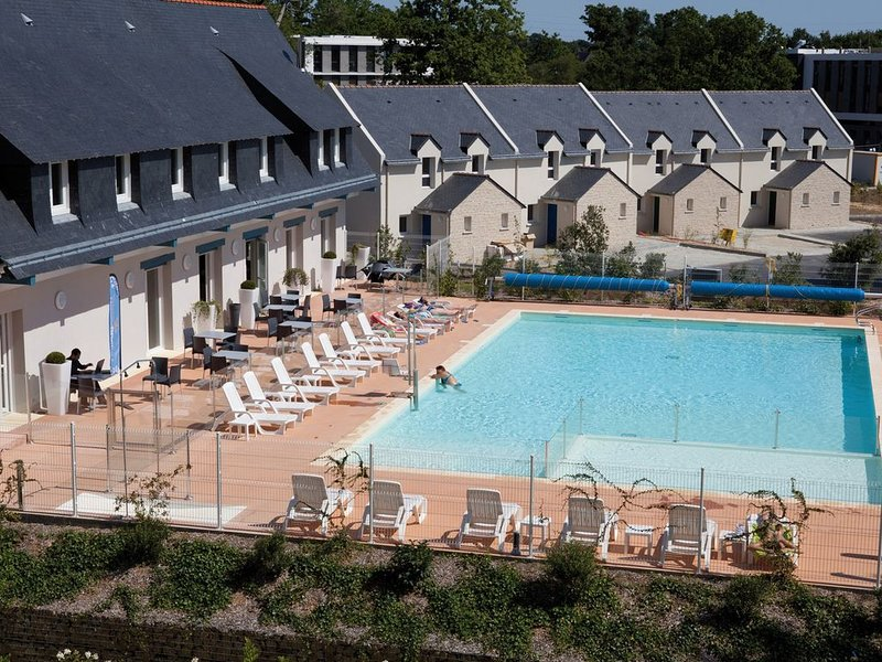 Maison proche du centre-ville et plage | Piscine + Salle fitness, holiday rental in Meucon