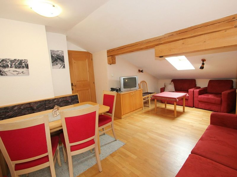Quaint Apartment in Längenfeld with Sauna, vacation rental in Huben