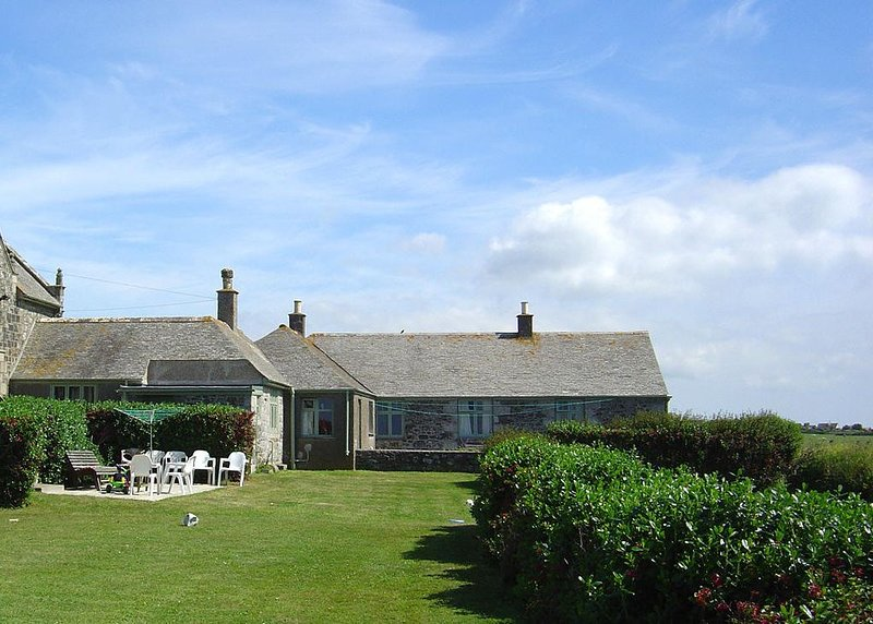Parc An Castle Cottage, THE LIZARD, holiday rental in The Lizard