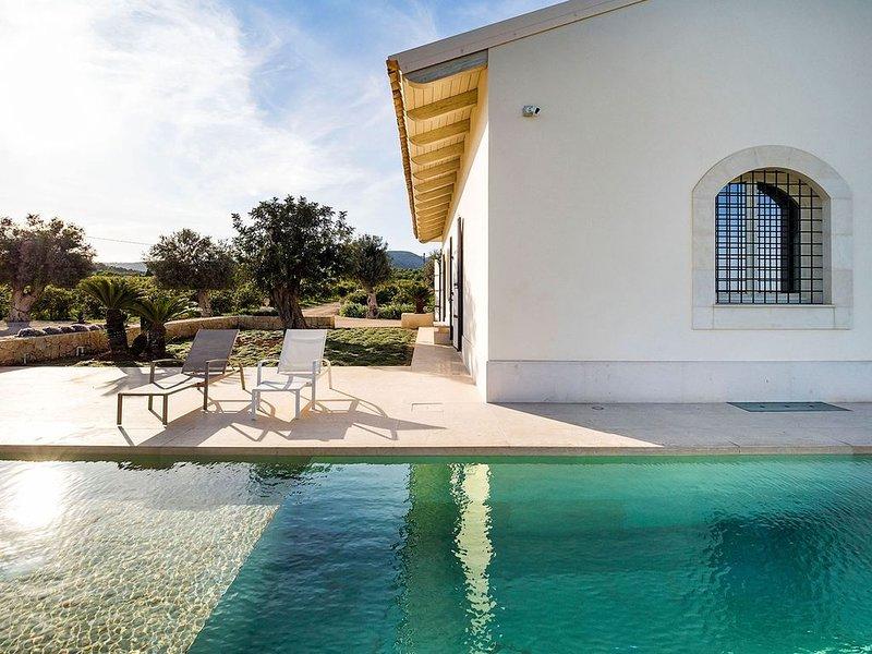 Villa Raula in the beautiful Avola, holiday rental in Lenzevacche