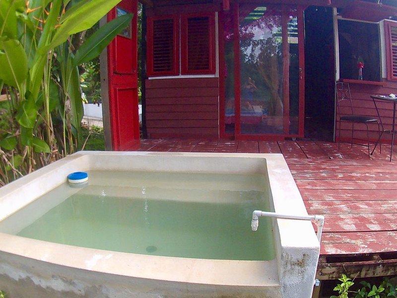 Lodge dans Jardin tropical avec piscine privee, holiday rental in Los Robalos