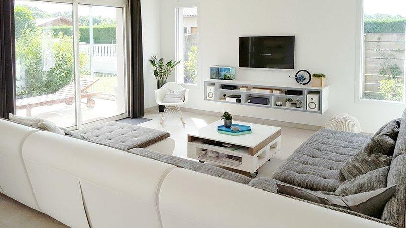 Maison de 132 m2 avec SPA / Jacuzzi proche de l'océan et du lac du Soustons, holiday rental in Soustons