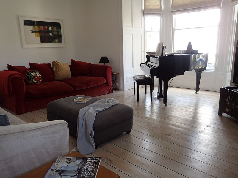 Beautiful welcoming 140 year old Victorian townhouse 500m from the seafront, holiday rental in Penzance