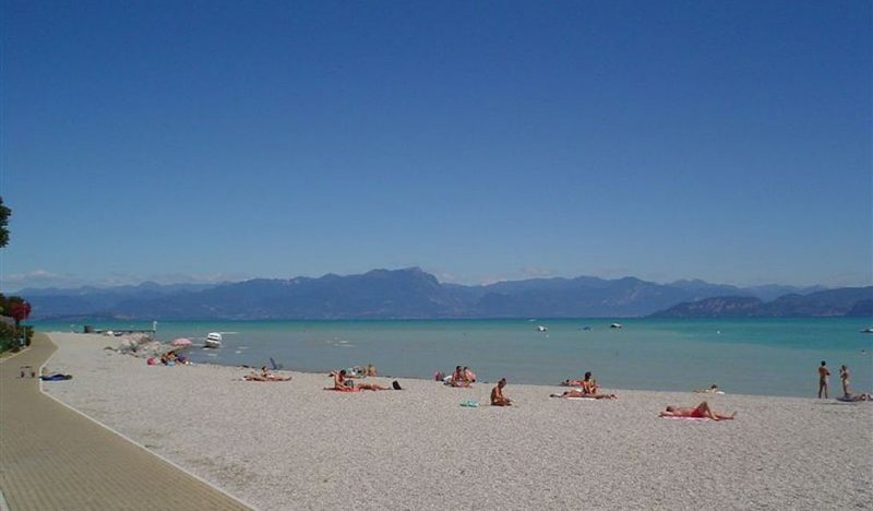Daisy  appartamento in villa zona lago, location de vacances à Peschiera del Garda