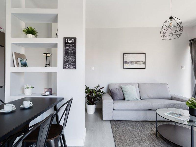 Minimal 2BD Apartment with Lycabettus view, alquiler vacacional en Kessariani