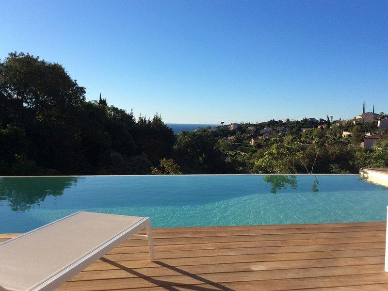 Magnifique villa vue mer dans le golfe de St-Tropez, holiday rental in Les Issambres