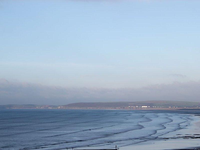 Flat With Sea Views overlooking Bideford Bay and 5 minutes walk to the Beach, alquiler vacacional en Bideford
