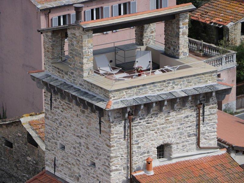 Torre Saracena di Dolcedo - Una Vacanza Esclusiva  Un Salto nel Passato, aluguéis de temporada em Montegrazie