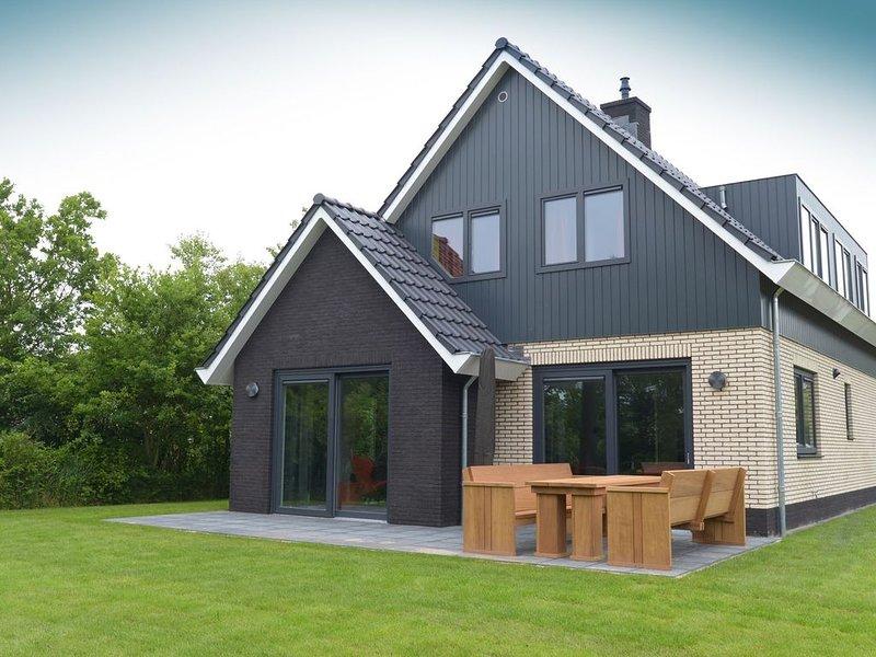 Luxury Villa in Texel with Private Garden, vacation rental in Den Hoorn