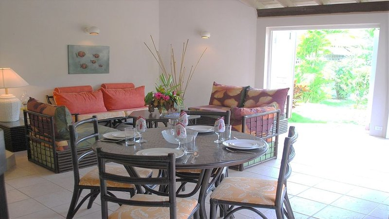 Ascot House Villa 3 . Sleeps 4 person's – semesterbostad i Gibbes