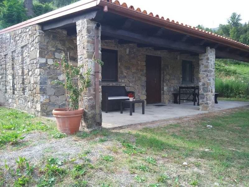 Casa immersa nel verde del Parco del Cilento, vacation rental in Acquavena
