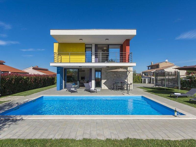 Modern Villa in Dracevac with Swimming Pool, holiday rental in Radmani