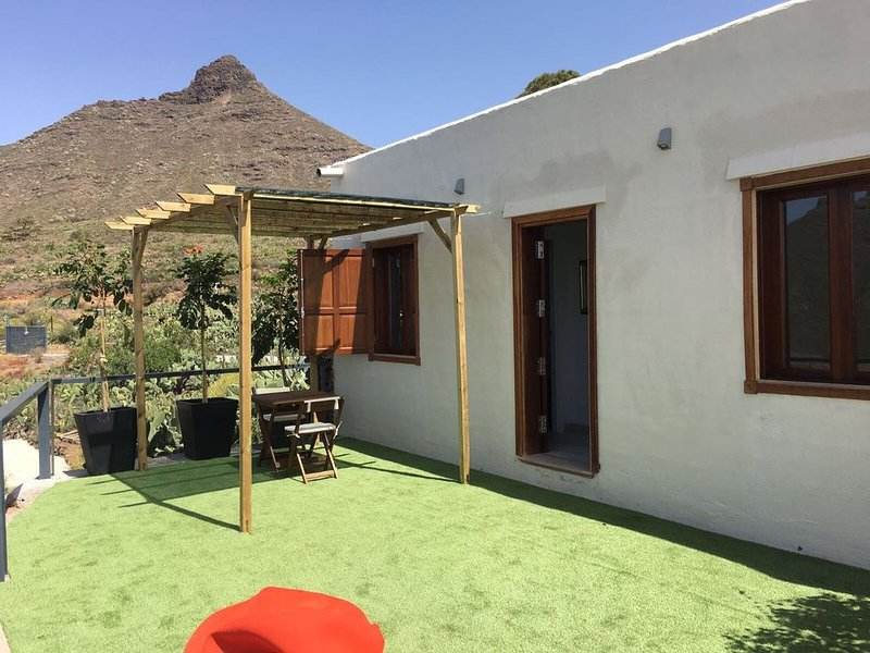 Big house with terrace & Wifi, holiday rental in Valle De San Lorenzo