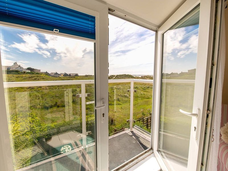Lan Y Mor, the perfect escape amongst the dunes, holiday rental in Rhosneigr