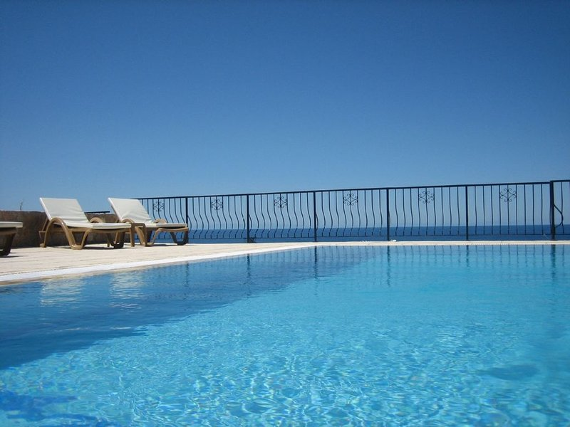 A lovely private Villa retreat with private pool, fast WiFi and free sunshine!, vacation rental in Catalkoy