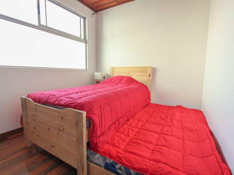 Apartamento completo Plaza del Sol totalmente equipado, holiday rental in Cartago