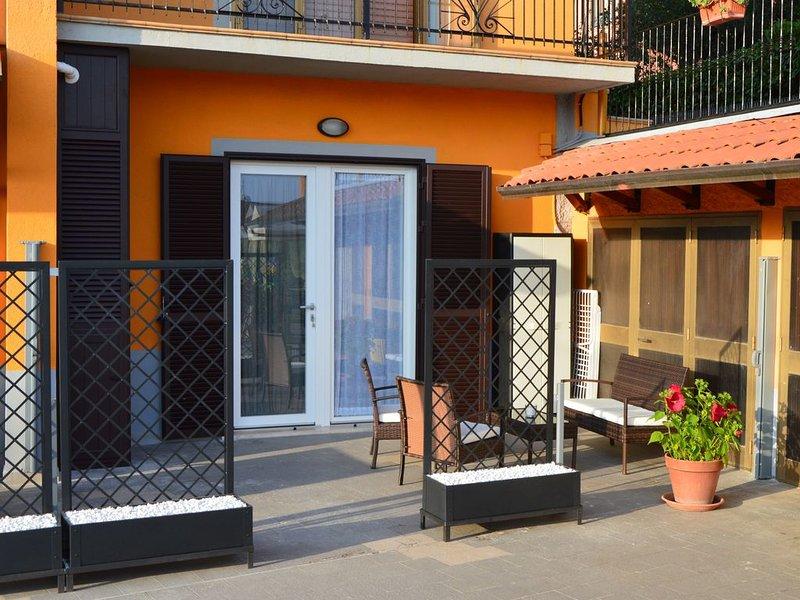 Monolocale nuovissimo di 30m/q, dotato di tutti i confort, parcheggio esclusivo., location de vacances à Vezzano Ligure
