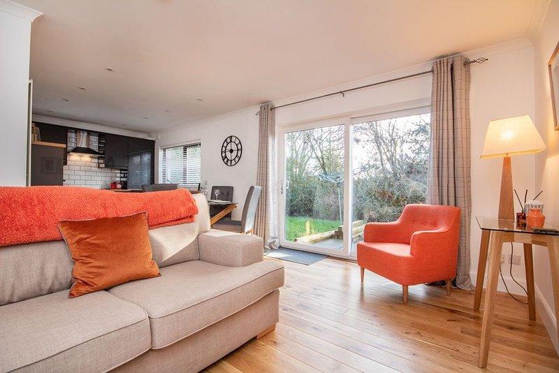 City centre, 2-bedroom dog-friendly apartment, aluguéis de temporada em Allanfearn