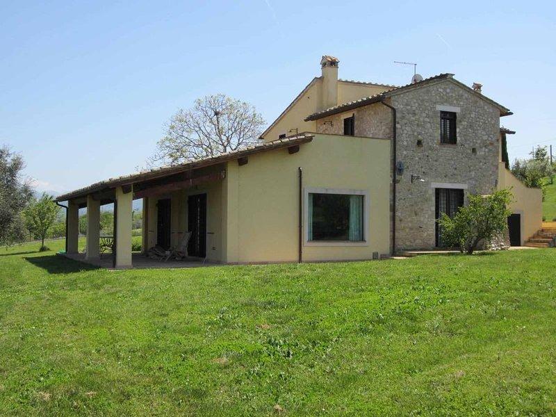 Spazioso casale panoramico nel verde di CALVI dell'UMBRIA a45'daRoma - 12 pax, vacation rental in Poggiolo