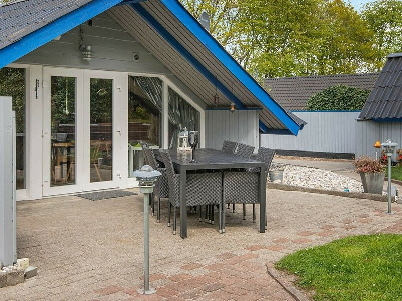Cozy Holiday Home in Ansager with Terrace, holiday rental in Hovborg