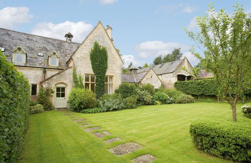 Bellhouse is a characterful and spacious house with comfortable accommodation., vakantiewoning in Frocester