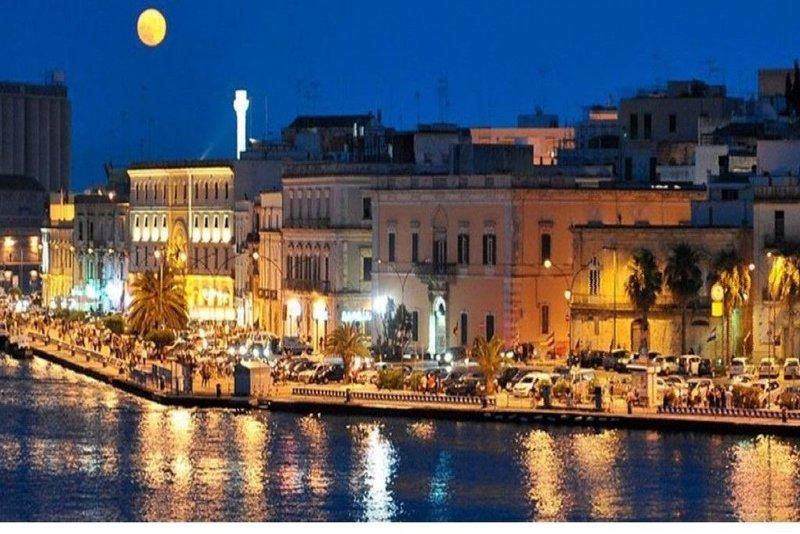 Casa Vacanza Brention, provvista WIFI free, nel cuore della città., vacation rental in Brindisi