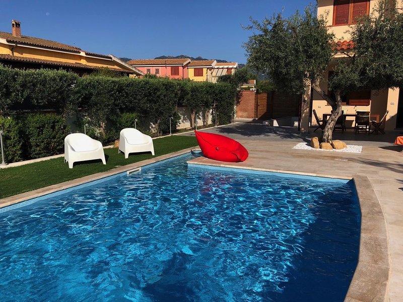 Gli Ulivi, Luxury Villa with private heated swimming pool, Jacuzzi , free WI-FI, alquiler vacacional en San Priamo
