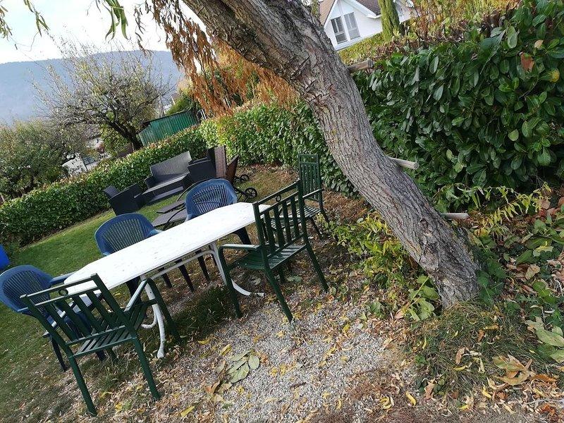 residence a bevaix appartement 3pc et un studio avec piscine jacuzzi, holiday rental in Les Ponts-de-Martel