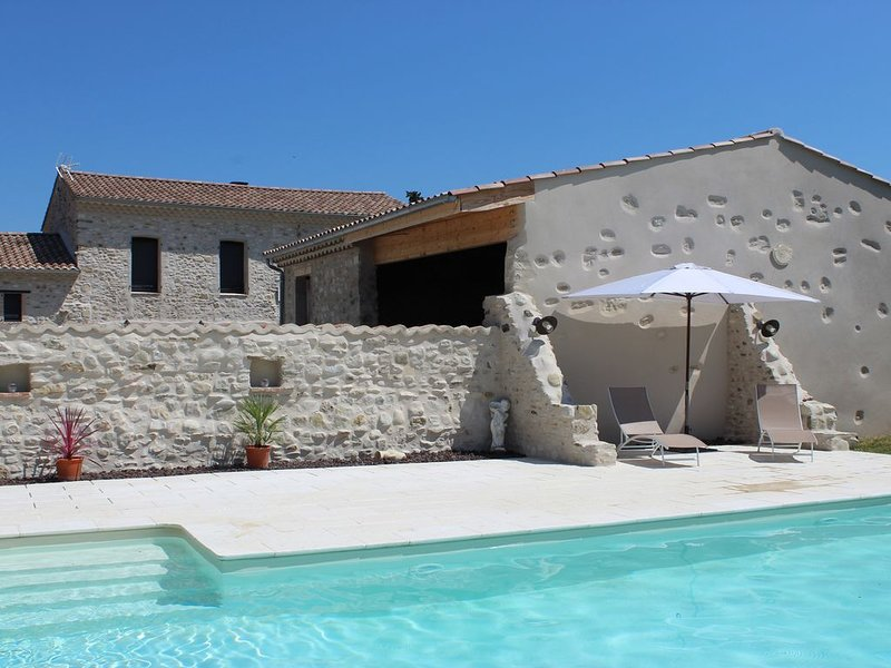 Gîte 4 à 6 personnes en Drôme Provençale, holiday rental in Roynac