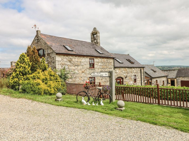 Byre * Minmore Mews, SHILLELAGH, COUNTY WICKLOW, holiday rental in Shillelagh