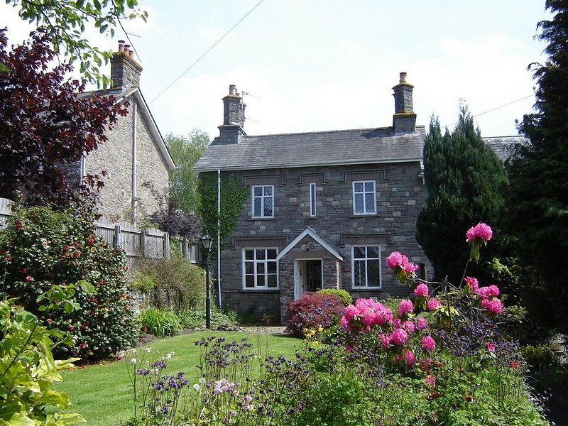 Ashfield cottage in Crickhowell with views of Usk Valley,and Brecon Beacons., Ferienwohnung in Gilwern