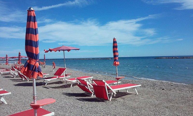 BILOCALE   VICTOR   A   100 METRI   DALLA   SPIAGGIA, vacation rental in San Bartolomeo al Mare