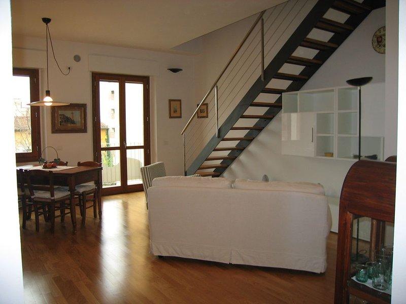 Delizioso bilocale prestigiosa zona centrale Firenze, luminoso, tranquillo wi-fi, alquiler vacacional en Reggello