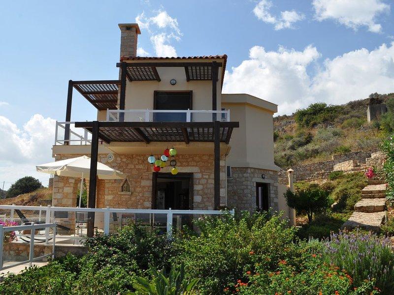 Magnifique villa dans un panorama de carte postale, location de vacances à Armeni