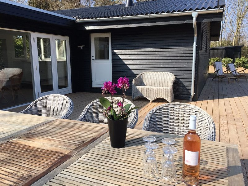 Cottage fully refurbished idyl, 500 m from the water, holiday rental in Tikob