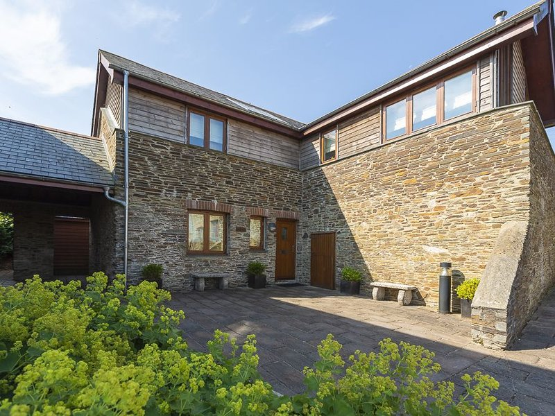 Courtyard Cottage, DARTMOUTH, vacation rental in Totnes