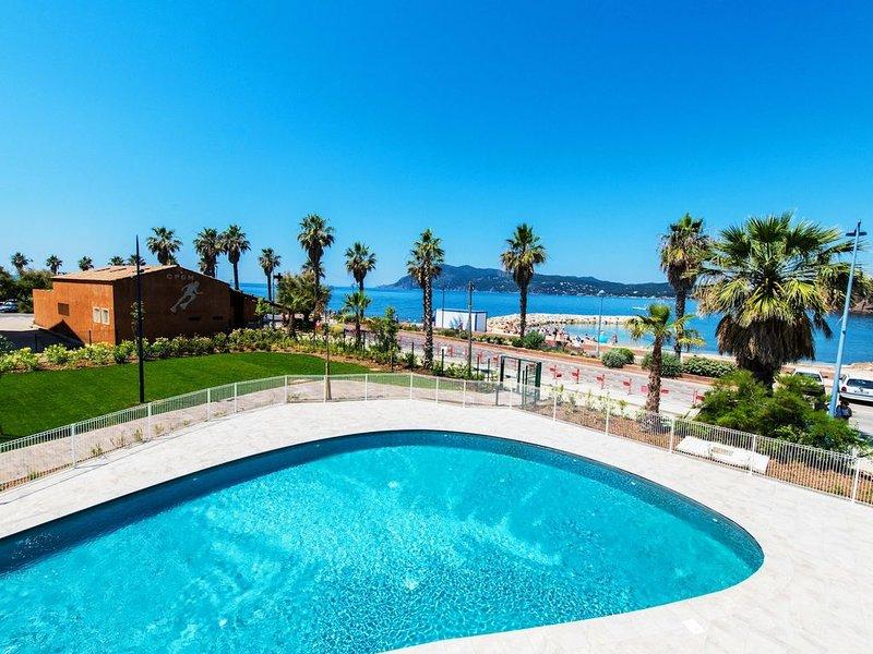 Appartement avec une vue sur la mer ! Proche de la plage + accès piscine, holiday rental in Tamaris-sur-Mer