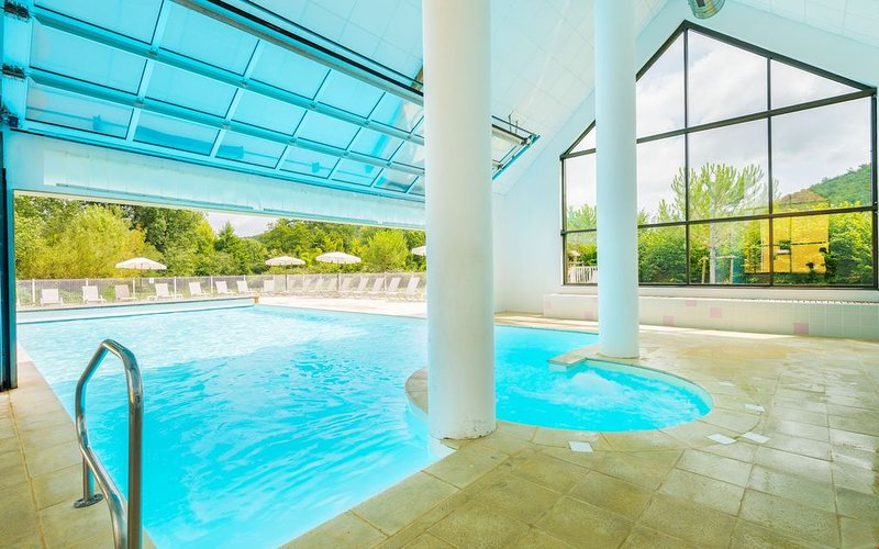 Maison Duplex avec Terrasse + Parking | Accès salle de gym, vacation rental in Aubas