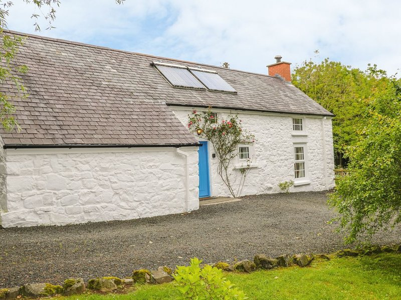 Rosslare Cottage, BROUGHSHANE, holiday rental in Glenariffe