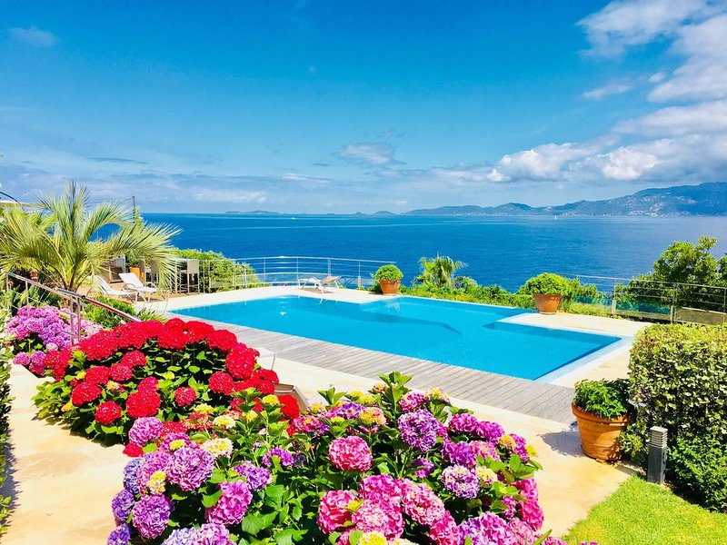A stunning Corsican Villa with amazing 180° sea views and infinity swimming pool, vacation rental in Coti-Chiavari