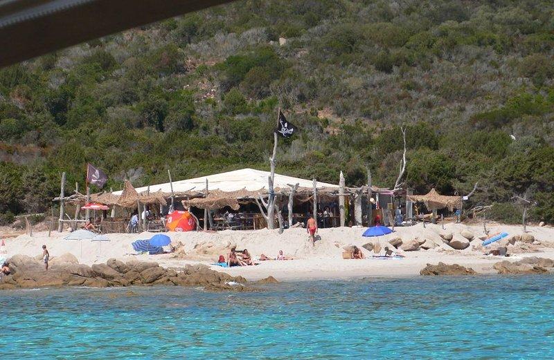 Beach restaurant nearby