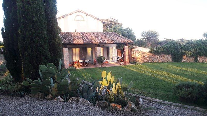 Appartamento con giardino in maremma a 5' minuti dal mare di Capalbio(Toscana)., holiday rental in Pescia Romana