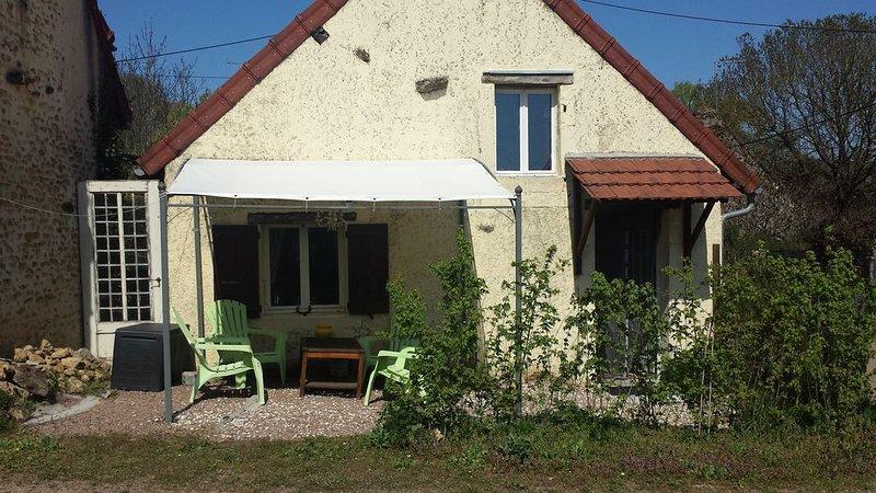 Romantische Gite voor 2 personen in voormalige Bergerie, vacation rental in Asnan