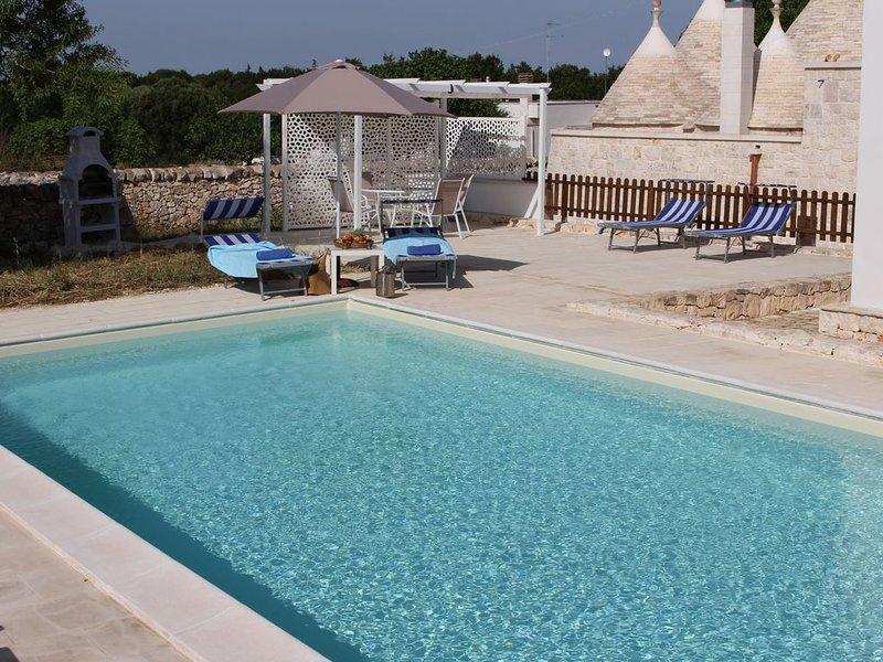 Beautiful property with large garden and pool. Great location., aluguéis de temporada em Martina Franca