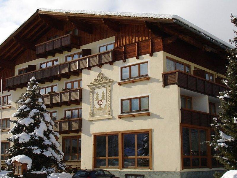 Spacious chalet apartment in traditional Austrian ski resort of Altenmarkt, holiday rental in Altenmarkt im Pongau